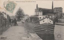 REF.AD . CPA . 18 . BOURGES . CHEMIN DE HALAGE DU CANAL DU BERRY / PENICHE . ANES . SILO OU USINE - Embarcaciones