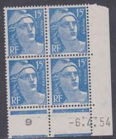 France N° 886 XX Marianne De Gandon : 15 F. Outremer En Bloc De 4 Coin Daté Du 6 . 4 . 54 ; 1 Point Blanc Ss Cha. TB - 1950-1959