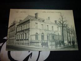 Carte Postale Nievre Nevers Hotel De La Caisse D'epargne Animée - Nevers