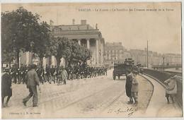 NANTES LA BOURSE LE BATAILLON DES DOUANES REVENANT DE LA REVUE - Nantes