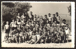 Group School Boys And Girls On Beach Old Photo 15x10 Cm #31836 - Anonyme Personen