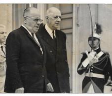 ANCIENNE PHOTO DE PRESSE LE GENERAL SUNAY, PRESIDENT TURC PREND CONGE DE CHARLES DE GAULLE, PERRON DE L'ELYSEE, 1967 - Photos