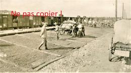 PHOTO ALLEMANDE DU FAR 112 - OFFICIERS EN GARE DE TRITH SAINT LEGER PRES DE VALENCIENNES NORD - GUERRE 1914 - 1918 - 1914-18