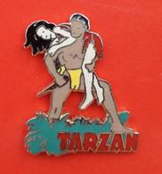 Pin's - Tarzan Et Sa Compagne Jane - Johnny Weissmuller Et Maureen O'Sullivan - Assez Rare. - Cinema