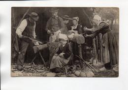 EN BRETAGNE FAMILLE DE SABOTIERS BRETONS - Bretagne