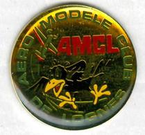Pin's Aéro Modèle Club De Lognes Modélisme Modelism Aéromodélisme Aeromodelling Oiseau Bird - Aerei