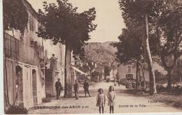 Larroques-des-Arcs  46  Entrée De La  Ville  Tres Animée -a Gauche Café - Otros Municipios