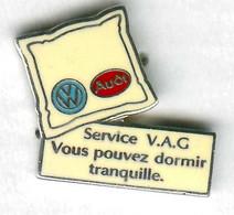 Pin's Voiture Automobile VAG Audi Volkswagen Oreiller - Volkswagen