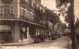 N°84234 -cpa Vichy -rue De L'établissement Et Hôtel De La Grande Grille- - Vichy