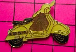 1020 Pin's Pins / Beau Et Rare : Thème MOTOS / SCOOTER RETRO COULEUR CREME - Moto
