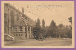 TOURNAI - Une Entrée à La Cathédrale. Au Fond, La Paroisse Et Devant, La Sacristie De Notre-Dame - Circulé 1935 - Tournai