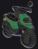 71228- Pin's.MBK Industrie. Filiale De Yamaha.Scooter.moto. - Moto