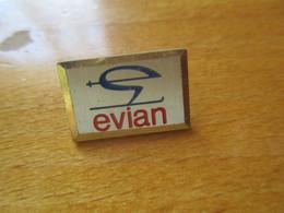 A043 Pin's Evian - Invierno
