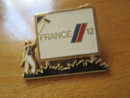 A043 Pin's France 12 -assez Rare - Arthus Bertrand