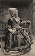 N°84318 -cpa Le Costume Que Portait Anne De Bretagne - Costumi