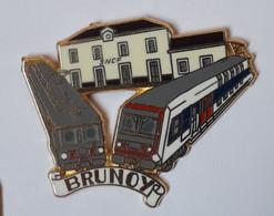 QQ31 Pin's Train SNCF TGV Gare BRUNOY Essonne Qualité Zamac Signé Ballard Brunoy Rail - TGV