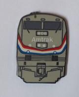 QQ20 Pin's Train SNCF TGV Amtrak Entreprise Ferroviaire Américaine USA - TGV