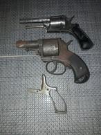Lot De Vieux Pistolets - Armi Da Collezione