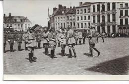 CARTE-PHOTO  WW1 PAS-de-CALAIS SAINT-OMER La Grand' Place Un Jour De Remise De Médaille Aux Officiers - Saint Omer
