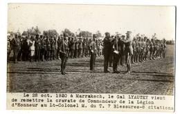 MAROC  MARRAKECH  OCT 1920 LE GAL LYAUTEY VIENT DE REMETTRE LA CRAVATE DE COMMANDEUR DE LA LEGION  -  CARTE PHOTO - Marrakesh