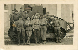 CARTE PHOTO MILITARIA GUERRE TANK CHENILLE GROUPE à Identifier - War 1939-45