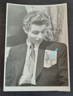 Junge Hübsche Frau Im Anzug, Akt-Foto - Young Pretty Woman Or Men, Nude Photo In Suit, Gay Interest 1950s - Sin Clasificación
