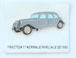 Pin's CITROEN TRACTION 11 NORMALE FAMILIALE De 1956 Sur Son Carton De Présentation - Editions Atlas - K097H - Citroën