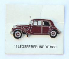 Pin's CITROEN TRACTION 11 LEGERE BERLINE De 1936 Sur Son Carton De Présentation - Editions Atlas - K097G - Citroën