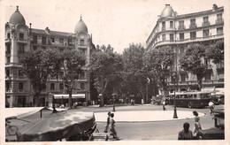 NICE En 1951(a.m) Place De La Libération - Bar-Tabac Le Gambetta - Trolleybus - Éd. La Cigogne (¬‿¬) ♥ - Autobus & Pullman