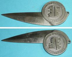 Rare Coupe-papier Ouvre-lettre Ancien, En Métal, Publicitaire, Pub Caisse D'Epargne De Paris, Ecureuil - Brieföffner
