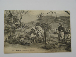 ALGERIE -15-KABYLIE-BARBIER EN PLEIN AIR -ANIMEE - Other