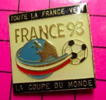 521 Pin's Pins / Beau Et Rare : Thème SPORTS / FOOTBALL COUPE DU MONDE FRANCE 98 - Football