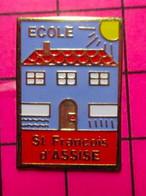 SP06 Pin's Pins / Beau Et Rare : Thème ADMINISTRATIONS / ECOLE ST FRANCOIS D'ASSISE Et Sa Cour ... De Récré ! - Amministrazioni