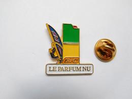 Beau Pin's Pins , Parfum , BIC , Le Parfum Nu , Planche à Voile - Profumi