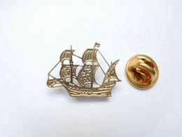 Beau Pin's Pins En Relief , Marine Bateau Voilier , Armada , Christophe Colomb - Barche