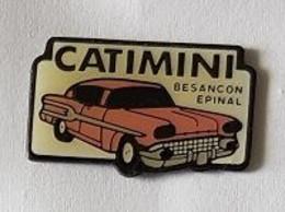 Pin's  Villes, Automobile  Américaine  Rose  Pour  Publicité  Magasins  CATIMINI  à  Besançon  ( 25 ) Et  Epinal  ( 88 ) - Autres