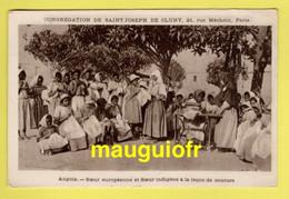 MISSIONS / CONGRÉGATION DE ST JOSEPH DE CLUNY / ANGOLA SOEURS DONNANT DES LEÇONS DE COUTURE / ANIMÉE - Missions