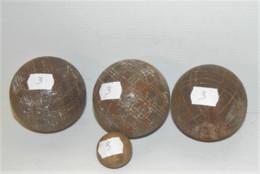 LOT De 3 BOULES De PETANQUES ANCIENNES Et Le Cochonnet Jus De Trouvailles N°3 SORTIES De GRANGE COLLECTION JEU ANCIEN - Bowls - Pétanque