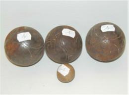 LOT De 3 BOULES De PETANQUES ANCIENNES Et Le Cochonnet Jus De Trouvailles N°1 SORTIES De GRANGE COLLECTION JEU ANCIEN - Bowls - Pétanque