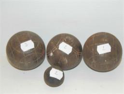 LOT De 3 BOULES De PETANQUES ANCIENNES Et Le Cochonnet Jus De Trouvailles N°2 SORTIES De GRANGE COLLECTION JEU ANCIEN - Bowls - Pétanque