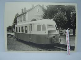 P.O.C Autorail Billard En Gare De Treignac - Treni