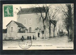 CPA - SAINT JEAN D'ANGELY - La Gendarmerie, Animé - Saint-Jean-d'Angely