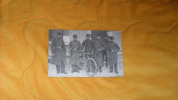 CARTE POSTALE PHOTO ANCIENNE CIRCULEE DE 1917../ MILITAIRES COL ET CASQUETTE 31..ET N°307 SUR UNIFORMES..VELO.. - Oorlog 1914-18