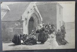 CPA 29 L'ILE TUDY - Le Portail De L'Eglise Pendant La Grand Messe Le Jour Du Pardon - Villard 3149 - Réf. B 232 - Ile Tudy