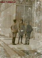 PHOTOGRAPHIE ANCIENNE : PARIS LES OFFICIERS CHINOIS QUITTANT L'ELYSEE CHINESE OFFICERS POLITIQUE GUERRE - Personalidades Famosas