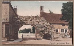 CPA ANGLETERRE - LINCOLN - Old Roman Gate - TB PLAN EDIFICE HISTORIQUE Petite Animation Façades Maisons - Lincoln