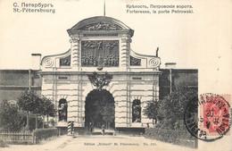 RUSSIE - St. Petersbourg - Forteresse , La Porte Petrwski - Edit. Richard  - N° 221 - Russie