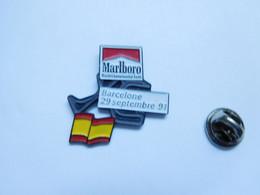 Beau Pin's Pins En Relief , Tabac , Tobacco , Marlboro , Auto , GP F1 Barcelone , Espagne - F1