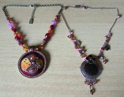 2 Colliers Vintage De Style Ethnique, émaillés Et Strass - Signés Armand Thiery - Necklaces/Chains