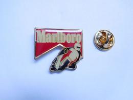 Beau Pin's Pins , Tabac , Tobacco , Marlboro , Moto - Motorfietsen